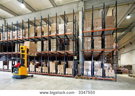 Forklifter Warehouse