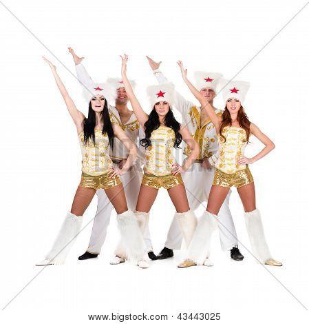 equipo de bailarín disfrazados de un cosaco folk