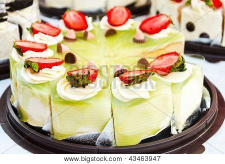 Pandan And Strawberry Cake