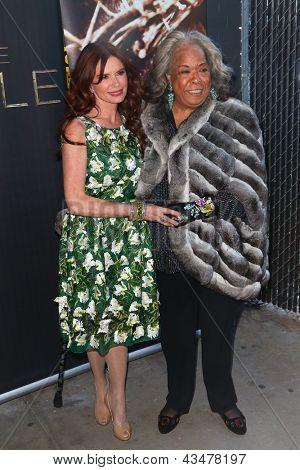 NEW YORK-MAR 19: Actress Roma Downey and Della Reese attend the opening night gala of