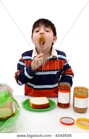 Boy Essen peanutbutter
