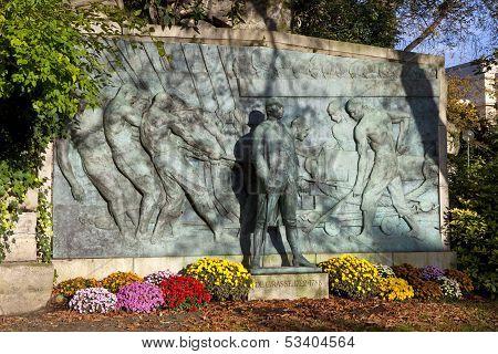 Admiral De Grasse Monument In Paris