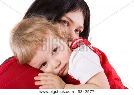 Madre de bebé llorando de explotación