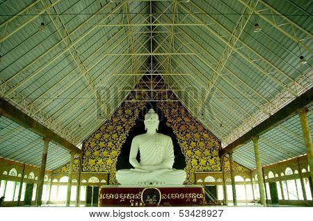 budha in temple