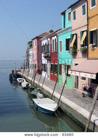 Boote vor Anker In Burano, Venedig, Italien.