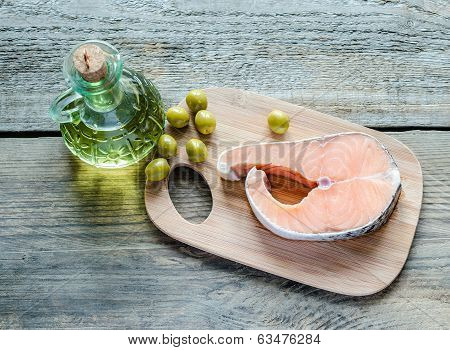 Food With Unsaturated Fats - Salmon And Olive Oil