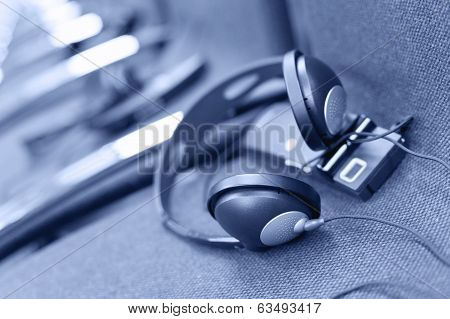 Wireless Multi Language Headphones Set