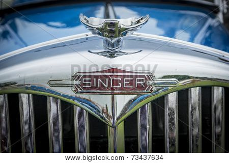 Blue Singer Vintage Car Radiator Grill