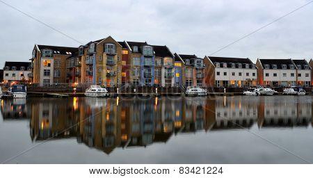 Marina Apartments and Houses Eynesbury