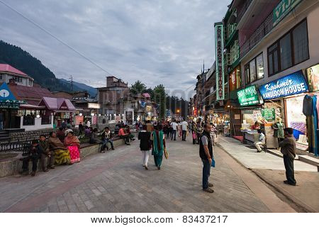 Mall Street, Manali
