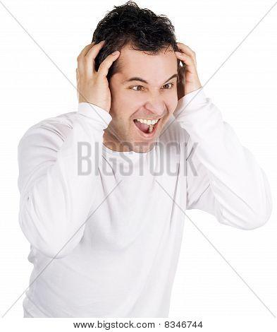 Homem irritado gritando isolado sobre o branco