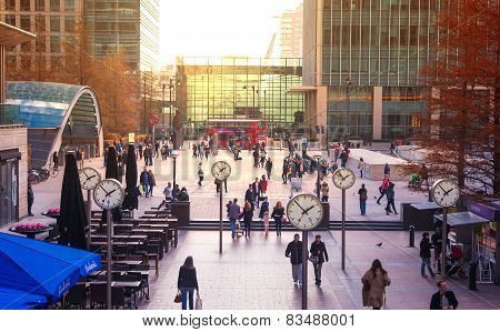 LONDON, UK - NOVEMBER 29, 2014: Canary Wharf square with lots of office workers