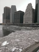 pic of freezing temperatures  - Ice chunks in the East River as record low temperatures continue in the northeast - JPG