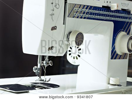 Sew Machine, Yarn And Needle Work Tool