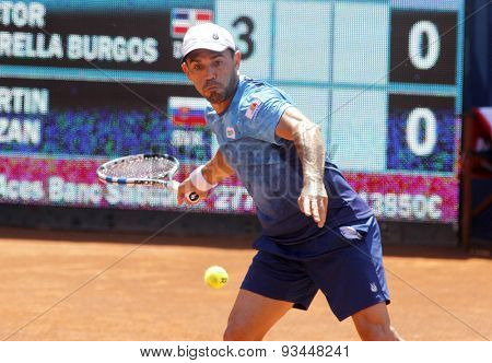 BARCELONA - APRIL, 23: Dominican tennis player Victor Estrella in action during a match of Barcelona tennis tournament Conde de Godo on April 23, 2015 in Barcelona