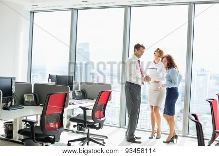 Full length of businesspeople discussing in office