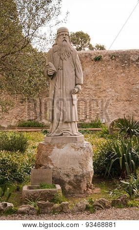 Ramon Llull sculpture
