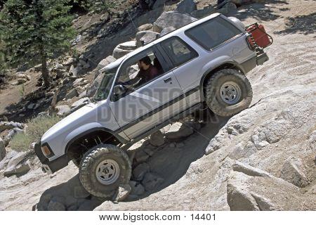 SUV 4-wheeling