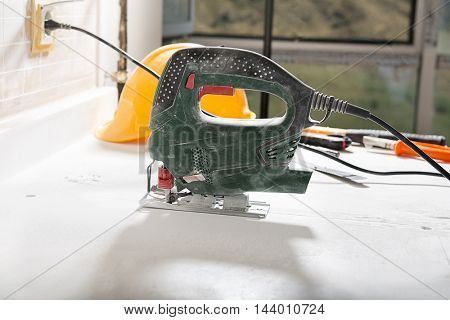 Electric Saw to Cut Kitchen Countertop