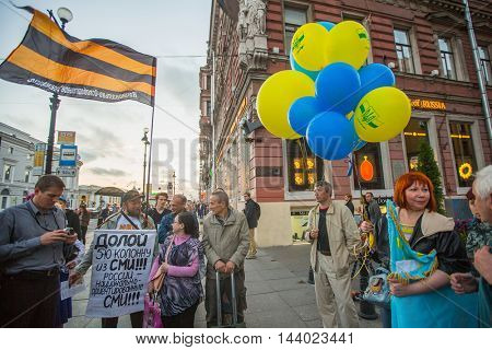 St.PETERSBURG, RUSSIA - AUG 24, 2016: Unidentified participants of the action devoted to Day of Independence of Ukraine and their opponents on the Nevsky Prospekt.