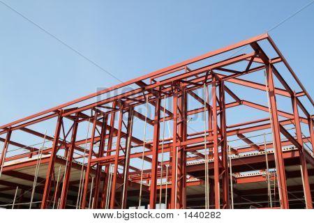 Marco de la construcción de edificio de acero rojo.