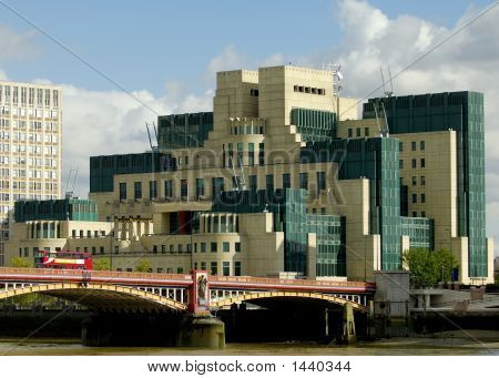 Mi6 Intelligence Building And Vauxhall Bridge In London