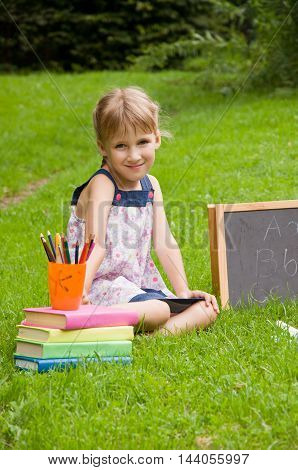 the young pupil makes the lessons in the park