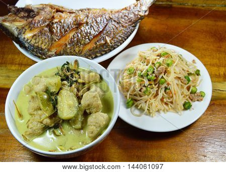 green curry fish ball with eggplant eat couple with spicy rice noodle and deep fried fish