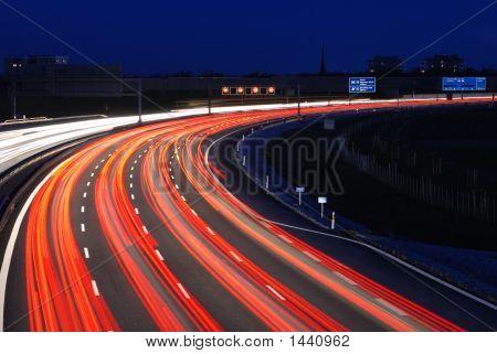 Autobahn München bei Nacht