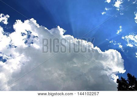 beautifull white cloud blue sky and sunshine