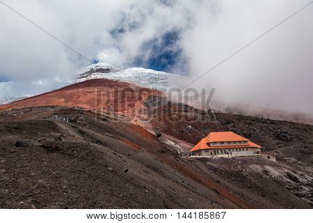 Renovated refuge of Cotopaxi to 4860 meters.