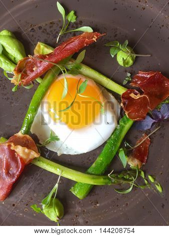 Asparagus, crispy, pancetta and fried egg starter