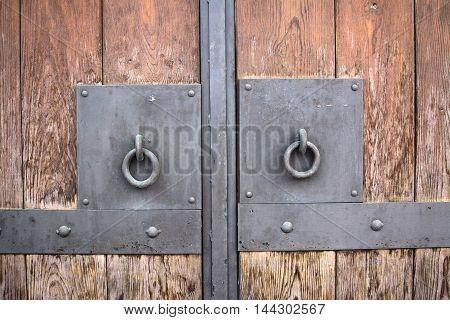 Door with metal handlers and rusty texture