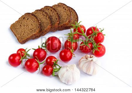 Set of black bread slices bunch of tomatoes and garlic