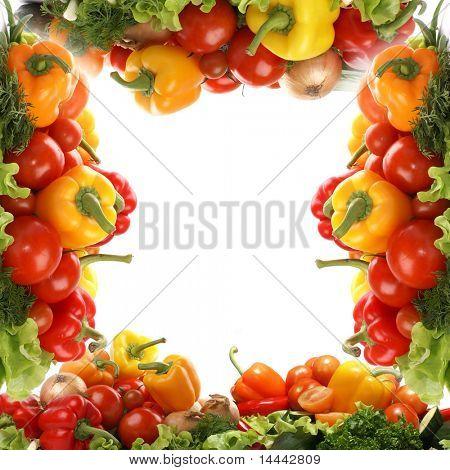 Marco de verduras sabrosas aislado sobre fondo blanco