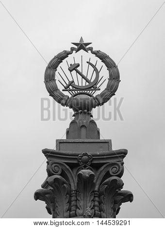 Hammer and Sickle - Emblem of the Russian Soviet Federative Socialist Republic (monochrome)