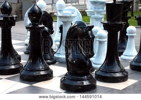 great decorative pieces of urban outdoor chess