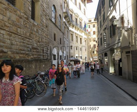 Palazzo Vecchio In Florence With Tourists