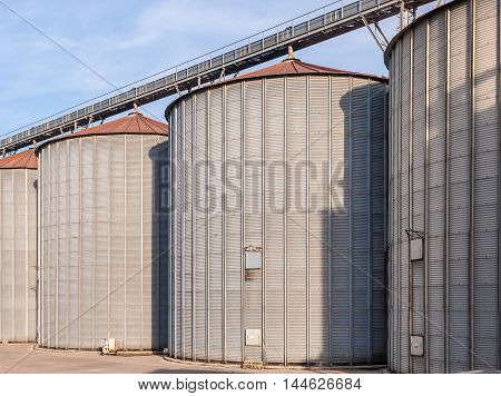 Storage facility cereals and production of bio gas; silos and drying towers