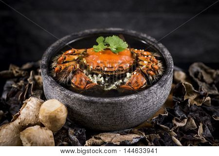 Steamed hairy crab with ginger and homemade Chinese rice wine in stew