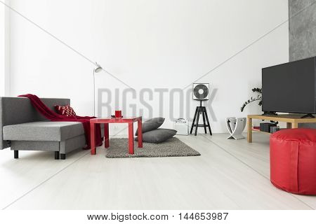 Bachelor Apartment Ideal For A Music Lover