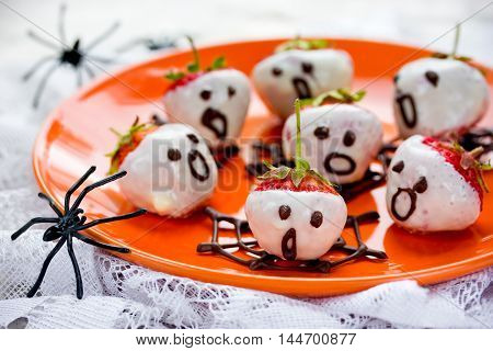 Easy chocolate dipped strawberry ghosts for halloween selective focus