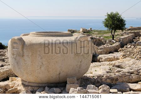 Cyprus vase in Amathus with a sea-view