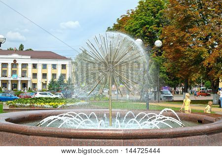 The fountain in the town square creates coolness in the hot day.