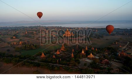Ballooning over Bagan and Irrawaddy river on the down