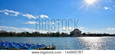 WASHINGTON DC - DECEMBER 19: View of Thomas Jefferson Memorial from artificial lake. Shot at December 19, 2015 in Washington DC, USA.