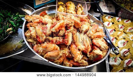giant freshwater prawn fry with black pepper and garlic