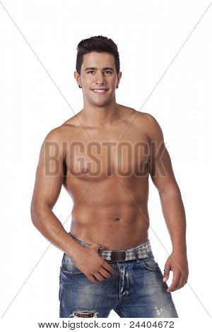 Jovem com um corpo perfeito de músculo (isolado em branco)