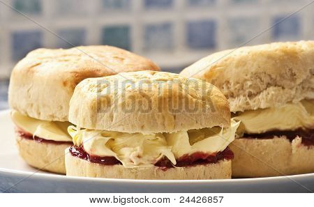 Clotted cream & jam scones