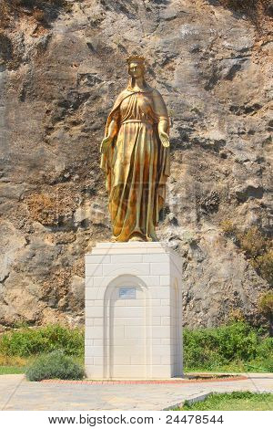 statue of the maiden Mary